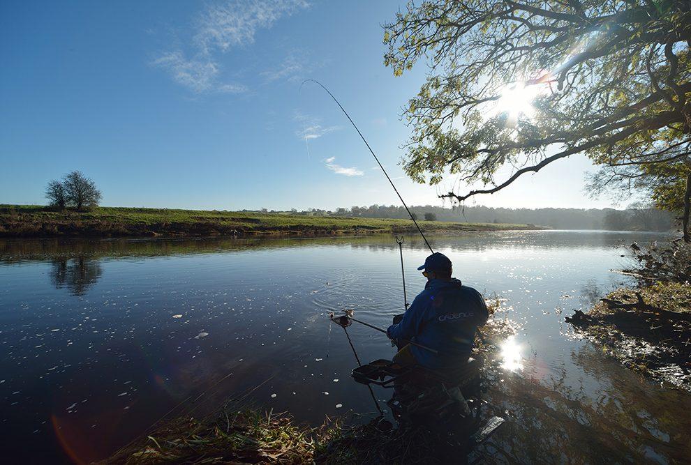 Как выбрать фидер для рыбалки: длина, тест и материал